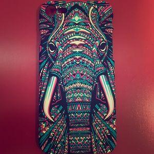 Accessories - NEW📱 Aztec Elephant iPhone 7 Case